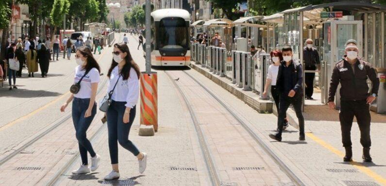Eskişehir'de iş yerlerinin kapanış saatleri uzatıldı
