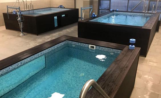 Felçli hastalara hidroterapi havuz
