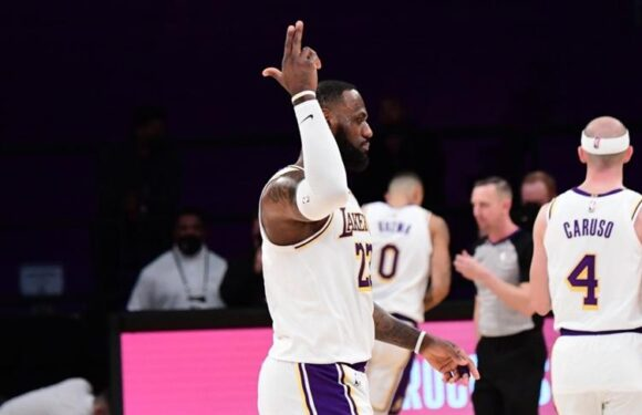 Los Angeles Lakers, Golden State Warriors engelini rahat geçti